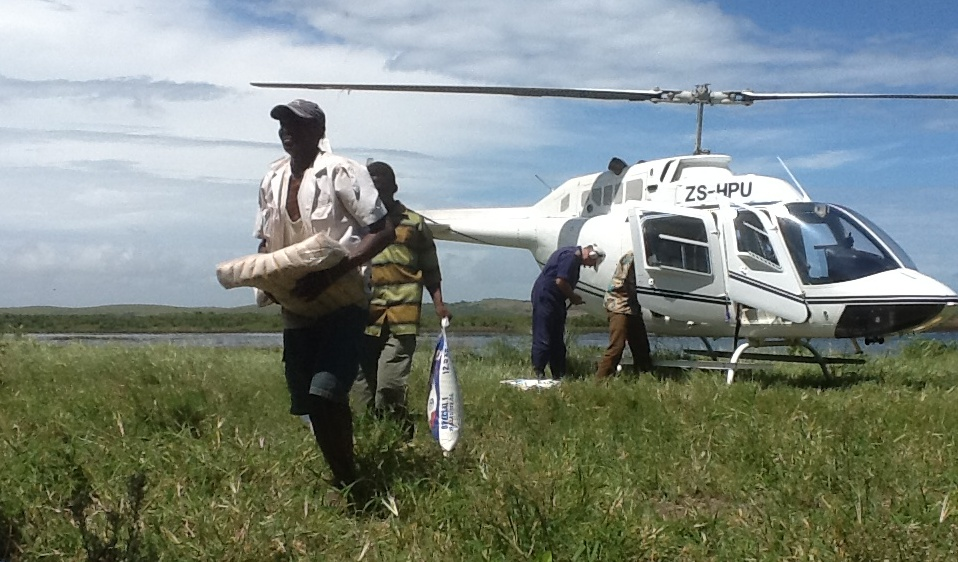 Delivering humanitarian aid by helicopter