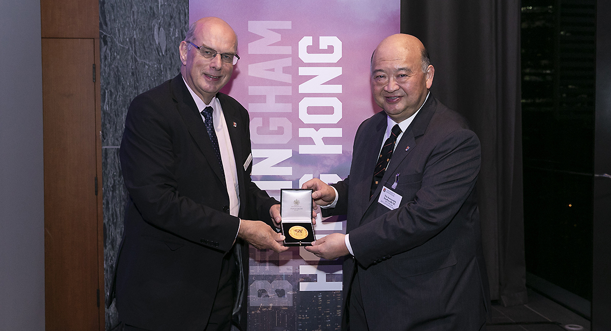 University Vice-Chancellor Professor Sir David Eastwood presents the University of Birmingham Hong Kong Medal to Geoffrey Ma